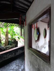 Zigzagging wall inside the Yuyuan Gardens.