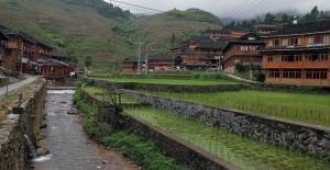 Stream running through the village of Da Zhai.