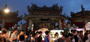 Looking at the Shilin night market from Cixian Temple.