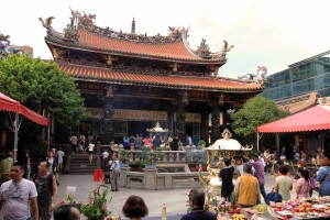Angle-view of the main hall at Longshan Temple.
