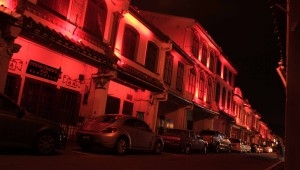 Red lights bathing the historic buildings in Chinatown.