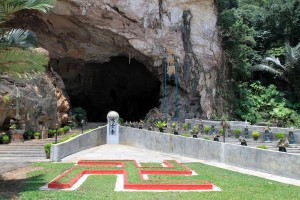 The entrance to Kek Lok Tong cave temple.