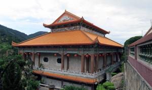 Side view of the main hall at Kek Lok Si.