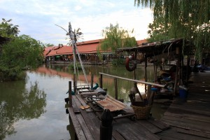 "The ""floating ,market"" in Ayutthaya - ""It's a [tourist} trap!"""