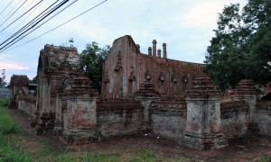 The ruins of Wat Khudeedao.