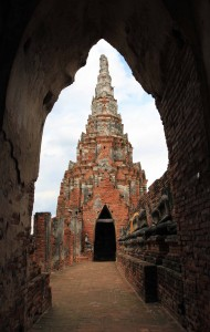 One of the corner chedi-shaped chapels seen from a middle one.