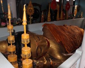 Reclining Buddha in Wat Preah Prom Rath.