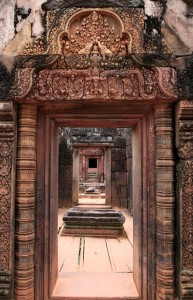 Entrance to the center of Banteay Srei.
