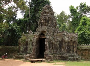 The entrance to the outer wall around Banteay Kdei.