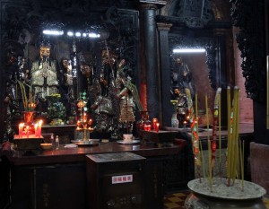 Another view of the Jade Emperor inside his pagoda.