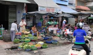 The market along Hai Bà Trưng Street.