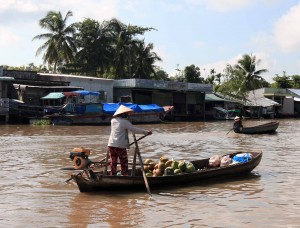 Woman rowing her boat through the floating market.