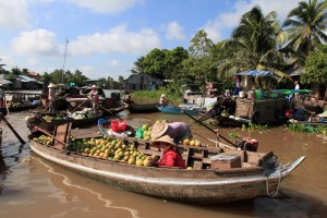 Merchants in the Phong Dien floating market.