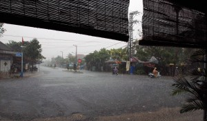 The deluge that occurred today while I was walking in Hoi An.