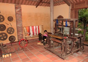 "A ""Cuu Dien"" weaving loom on the right."