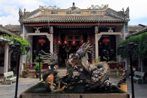 Dragon sculptures inside the Quang Trieu Assembly Hall.