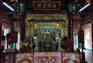 The temple altar in Phuc Kien Assembly Hall.