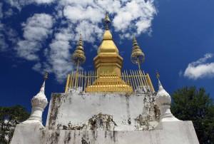 The Buddhist stupa in Wat Chom Si.