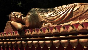 Reclining Buddha statue in Wat Tham Phou Si.