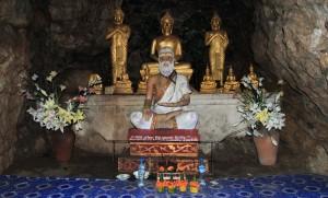 The cave shrine in Wat Tham Phou Si.