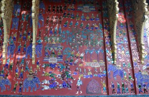 Design on the side of one of the shrines in Wat Xieng Toung.