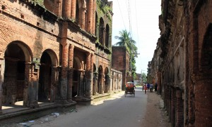 Street lined with derelict mansions in Panam Nagar.