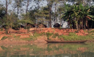 Traditional huts along the Rapti River.