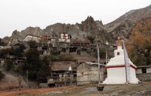 Chorten in Braga with the Gompa in the distance.