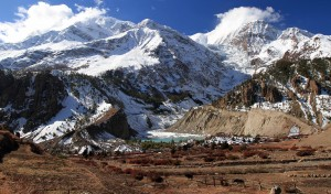 Ganggappurna Tal, its icy waters replenished by the Ganggappurna Glacier (Annapurna III and Ganggappurna are the tall peaks on the left and right, respectively).