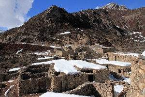 The abandoned stone dwellings of Old Khangsar.