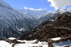 Looking toward Tilicho Peak and the trail to Tilicho Lake.