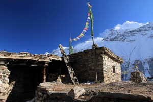 Rooftop and log ladder in Old Khangsar.