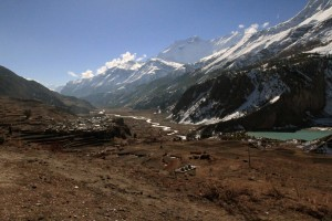 Manang on the left and Ganggappurna Tal on the right.