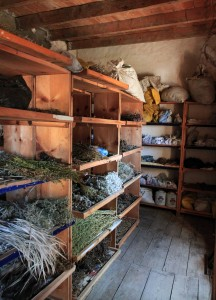Room for drying out plants that will then be used in Tibetan medicine.