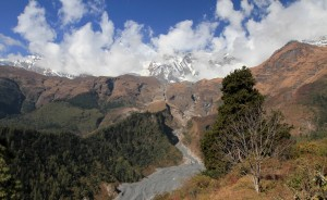 The wide riverbed of the Kali Gandaki Nadi, seen from Naurikot.