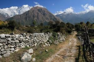 The trail leading back to Kalopani, from Chhoya.
