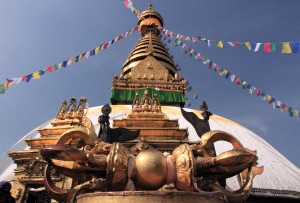 The large, central stupa at Swayambhunath with a large Vajra sculpture in front.