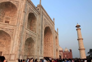 Crowds of people entering the Taj Mahal to see the tomb of Mumtaz Mahal.