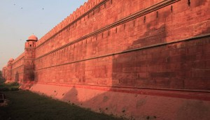The giant wall of the Red Fort.