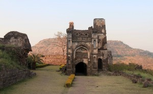 Structure inside Daulatabad Fort.
