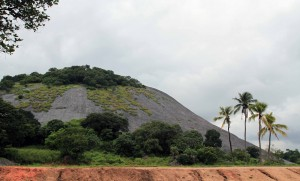 Looking at the rock mound where the Dambulla Cave Temple are located.