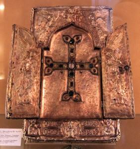 Reliquary containing a piece of the True Cross.