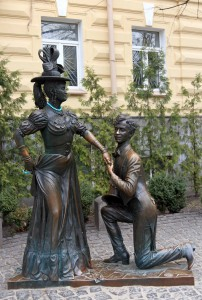 """Monument to the Ukrainian comedy film  'Za Dvumya Zaytsamy' ( """"After Two Hares""""), about a man who has promised simultaneously to two girls to marry them."""