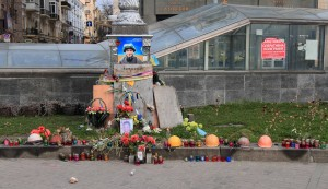 Makeshift memorial at Maidan Nezalezhnosti.