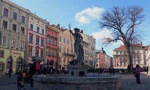 Statue and fountain in Rynok Square.