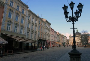 Buildings and lamppost at Rynok Square.