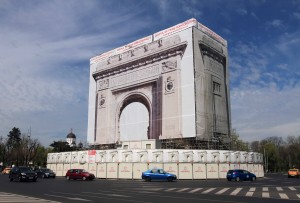 The Arcul de Triumf (triumphal arch) in Bucharest, undergoing restoration.