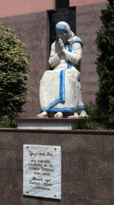 Statue of Mother Teresa in front of St. Paul's Cathedral.