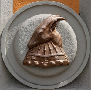 Decoration with Skanderbeg's horned goat helmet, found on one of the Italian Neo-Renaissance government buildings.