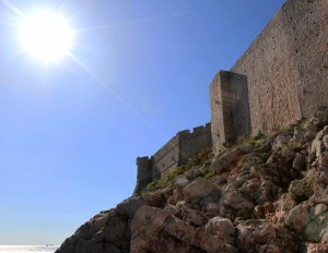 The sun and the city wall of Dubrovnik.